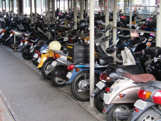 ⑥ バイク置き場・自転車置き場が広い