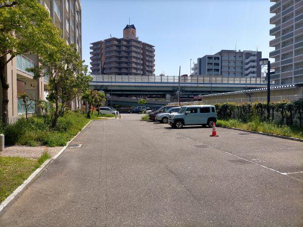 ゆったりとした駐車場スペース