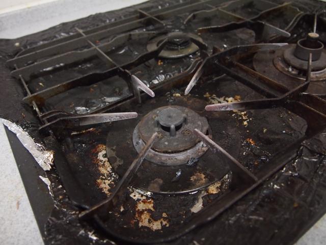 キッチンの油汚れに特に注意!