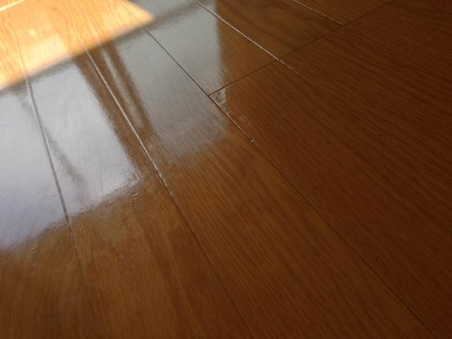 賃貸の床の傷・へこみ・ひび割れの請求は?
