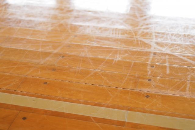 賃貸の床の傷・へこみ・ひび割れの対処法