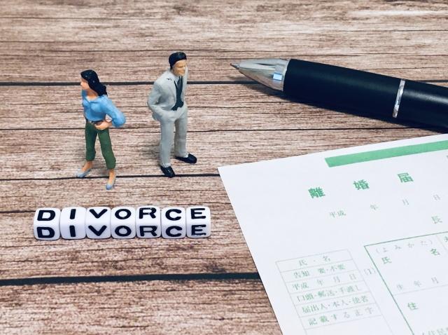 契約者が死亡・離婚した場合、同居者が住み続けるには