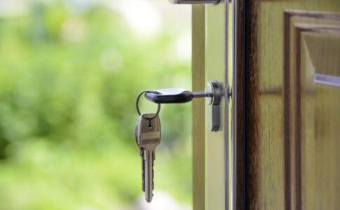 鍵交換費用は貸主負担それとも借主負担?高額な鍵交換費用の相場とは